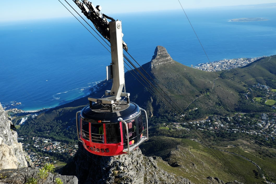 Table-Mountain-Cableway-going-up